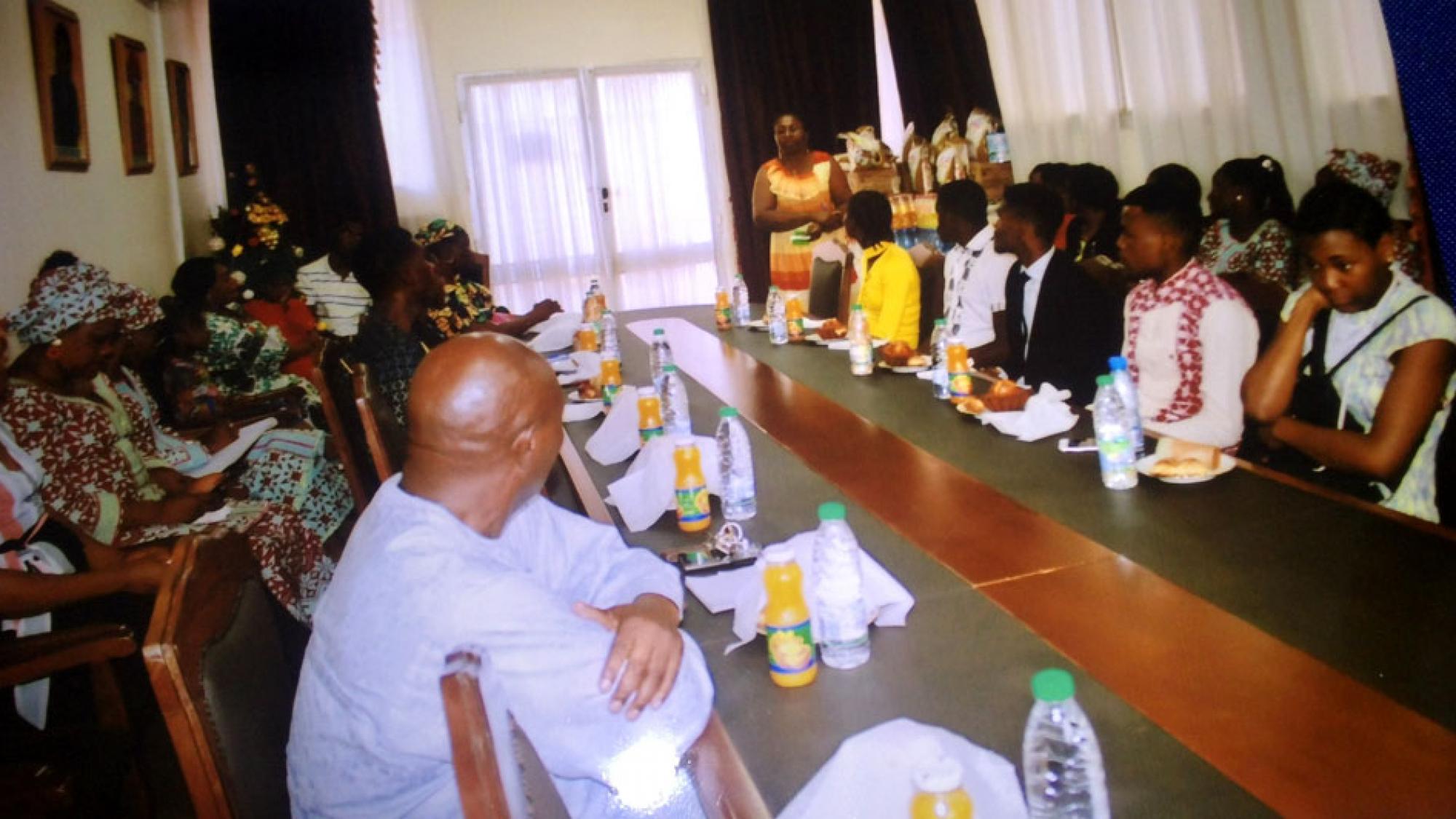 Cérémonie de remise des dons aux orphelins des collègues décédés du CENADI